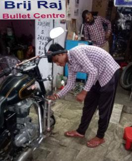 Bike Mechanic in Geeta Nagar, Rishikesh, Dehradun, Uttarakhand, India